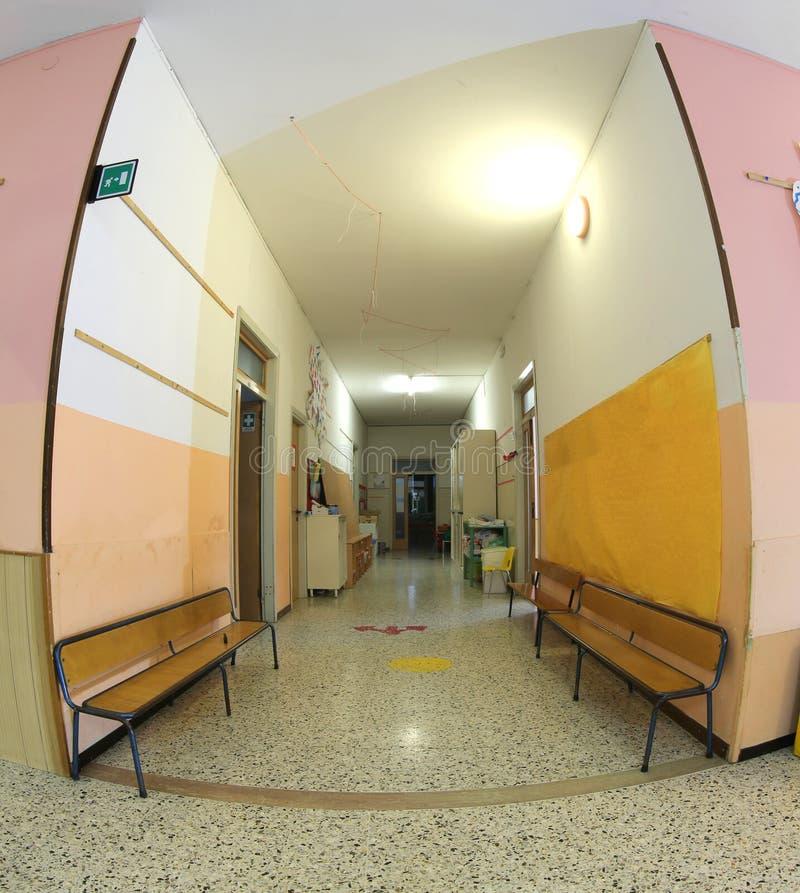 Innerhalb einer Schulhalle eines Kindergartens ohne Kinder lizenzfreies stockbild