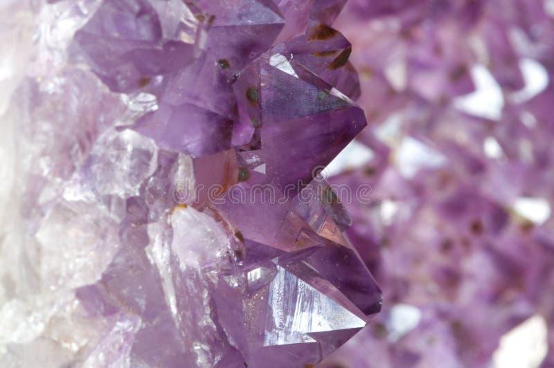 Innerhalb eines Amethyst Geode 1 lizenzfreie stockfotografie