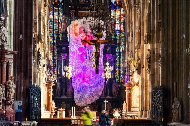 Innerhalb eines St. Stephen Cathedral mit schöner Dekoration in Wien, Österreich stockbilder