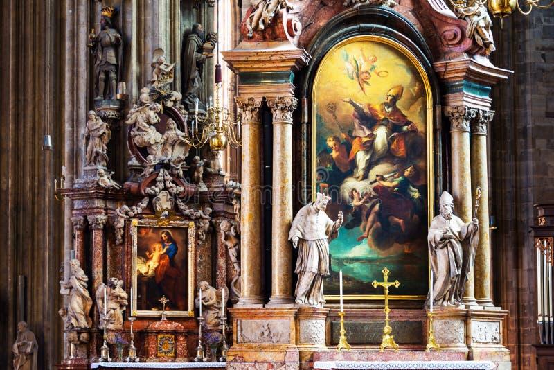 Innerhalb eines St. Stephen Cathedral mit schöner Dekoration in Wien, Österreich stockfotografie