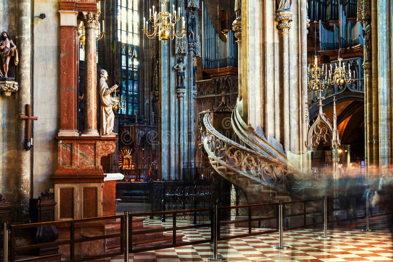 Innerhalb eines St. Stephen Cathedral mit schöner Dekoration in Wien, Österreich lizenzfreies stockfoto