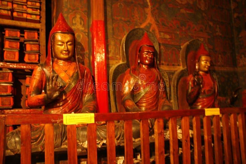 Innerhalb eines tibetanischen Klosters stockfoto