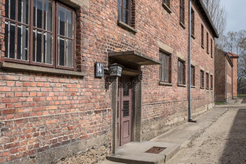 Innerhalb Nazi Concentration Camps von Auschwitz 1, der den Kasernengebäuden zeigt, wo Gefangene in entsetzlichen Bedingungen leb lizenzfreie stockfotos