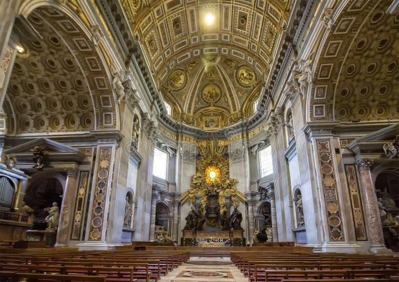 Innerhalb St Peter Basilika in Vatikan stockbilder