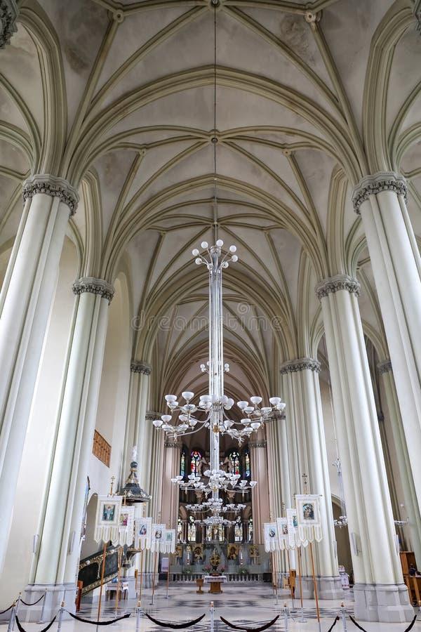 Innerhalb von Olha und Elizabeth Churchs in Lemberg-Stadt stockfotos