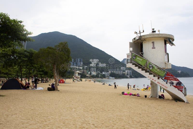 Inneslutat livräddaretorn på stranden på avvvisandefjärden i Hong Kong, Kina royaltyfria foton