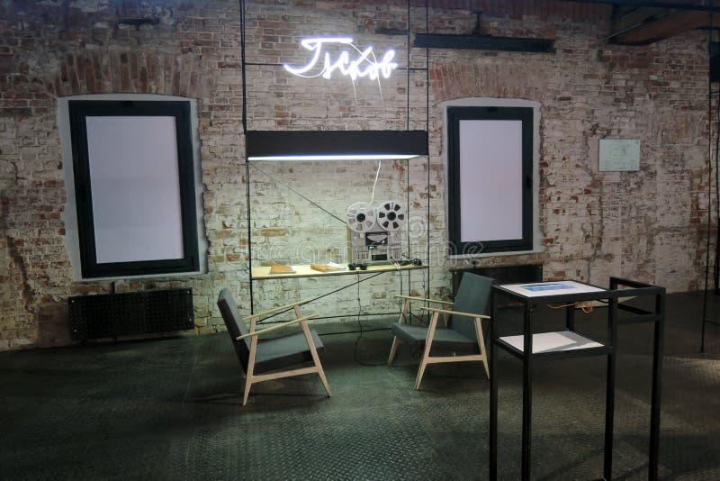 innovación Exposición de arte contemporáneo en el museo de la ruina en Moscú fotos de archivo libres de regalías