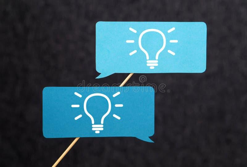 Innovatie, uitwisselings van ideeën, inspiratie en groepswerkconcept stock afbeelding