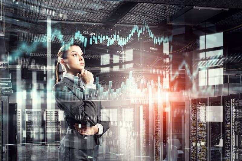 Innovatieve technologieën als symbool voor vooruitgang Gemengde media stock afbeeldingen