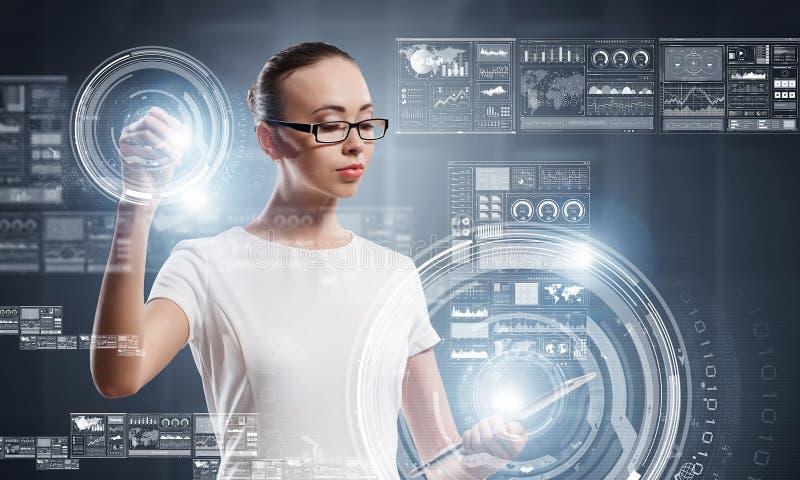 Innovatieve technologieën in gebruik Gemengde media royalty-vrije stock afbeelding