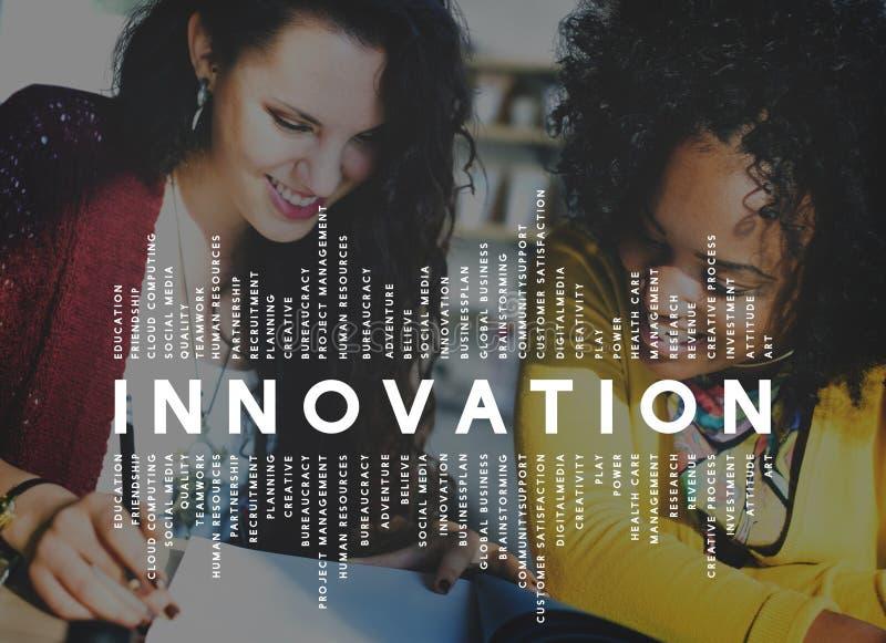 Innovation inför nyheter begrepp för uppfinningutvecklingsdesign royaltyfri bild