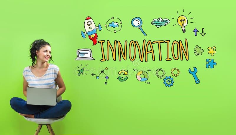 Innovation med den unga kvinnan arkivbilder