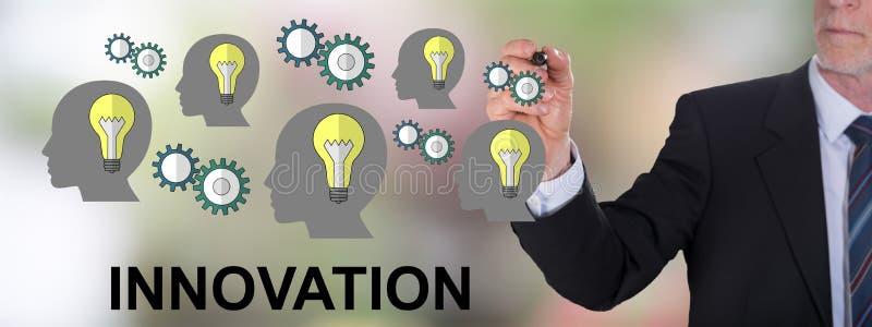 Innovationbegrepp som dras av en aff?rsman arkivfoto