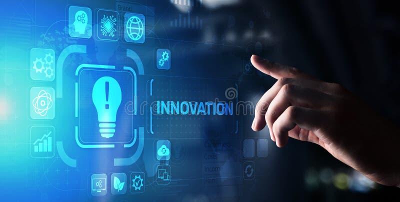 Innowacja biznes i technologii poj?cie na wirtualnym ekranie Wprowadza innowacje kreatywnie proces zdjęcie royalty free