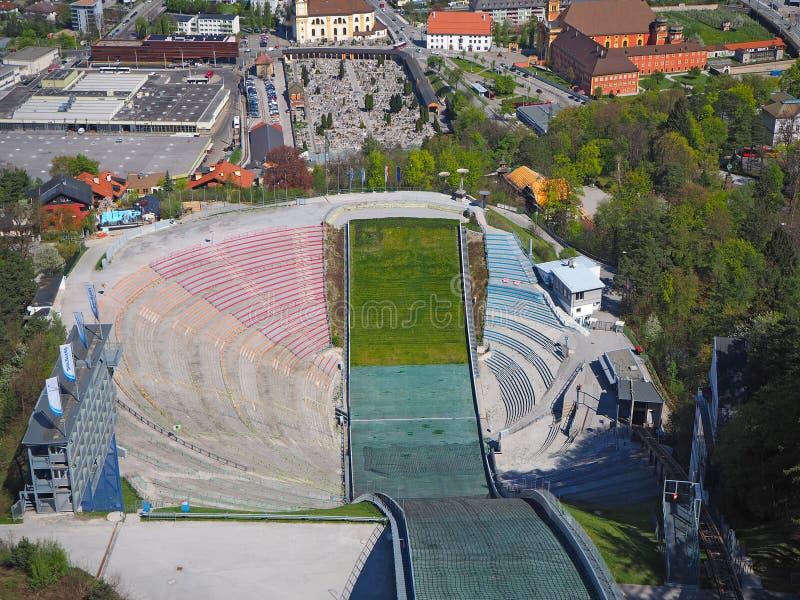 Innsbruck, Austria Stadium narciarskiego doskakiwania wzgórza wierza i ślad Ja może trzymać 28.000 widzów zdjęcia royalty free