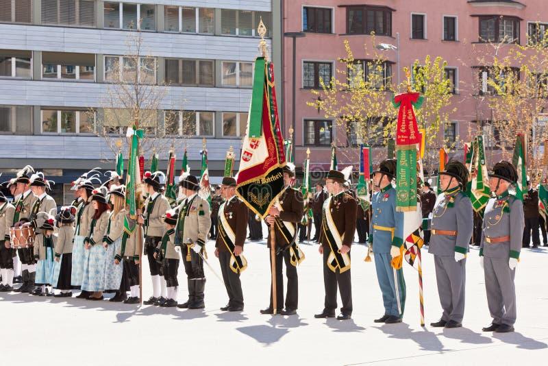 INNSBRUCK, AUTRICHE - AVRIL, 21, 2012 : Les gens dans le traditiona du Tirol image stock