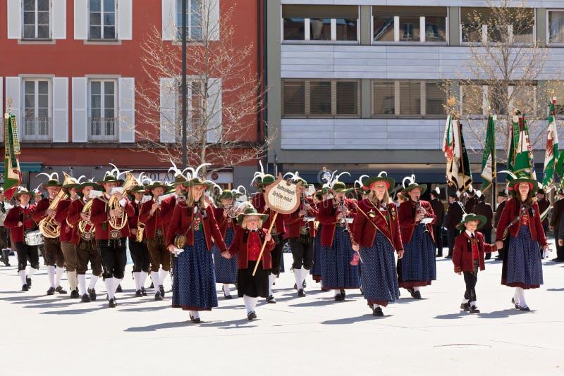 INNSBRUCK, AUTRICHE - AVRIL, 21, 2012 : Les gens dans le traditiona du Tirol photographie stock libre de droits