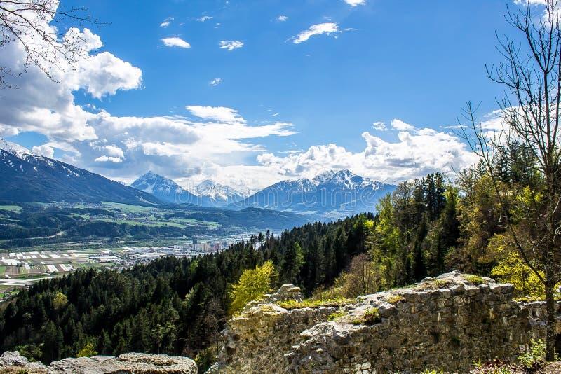 Innsbruck från Thaur royaltyfri fotografi
