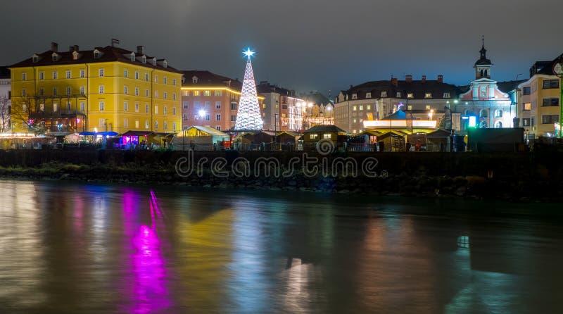 Innsbruck Marktplatz bożych narodzeń rynek, noc widok fotografia stock