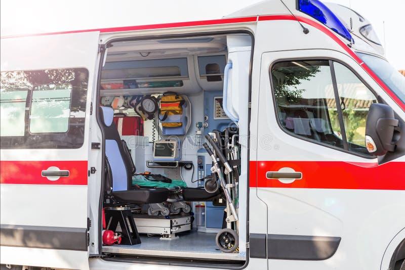 Inom ambulansen royaltyfria foton