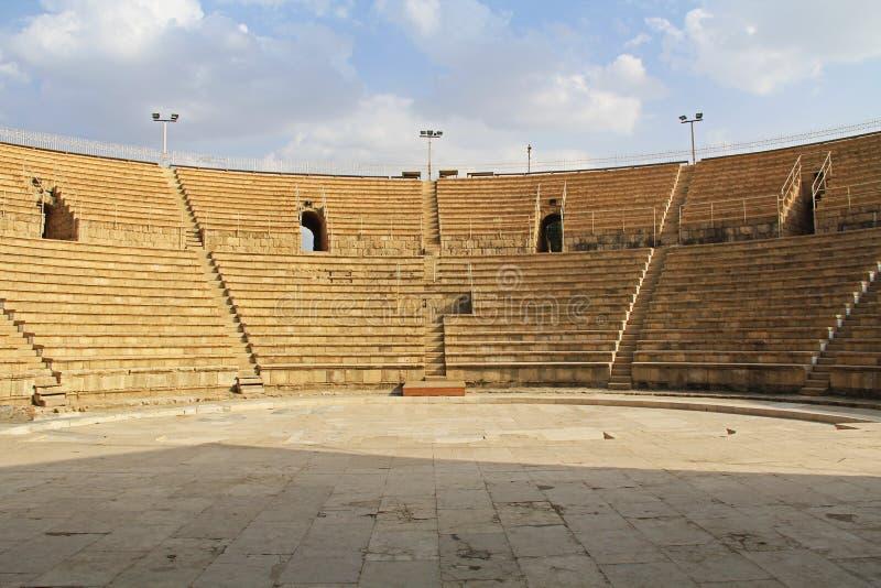 Inom amfiteatern i den Caesarea Maritima nationalparken royaltyfria bilder