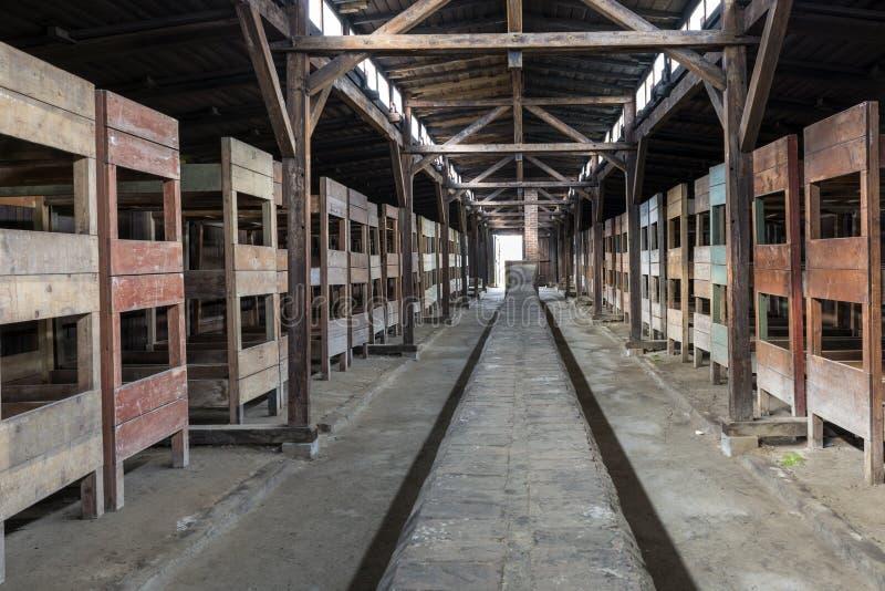 Inom av barack i koncentrationsläger Auschwitz, Oswiecim, Polen arkivbilder
