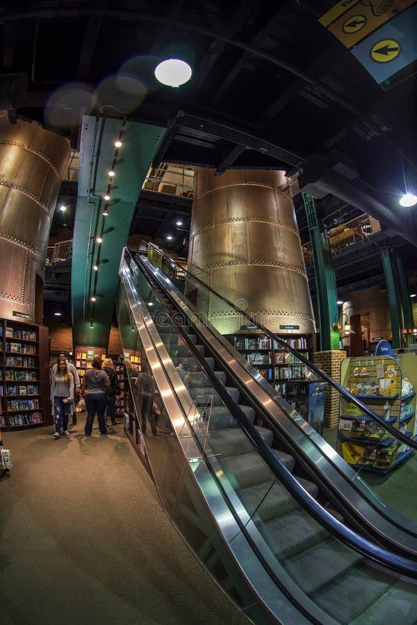 Inom av Barnes och den nobla bokhandeln som lokaliseras i gammal hamn Började i 1886, är nu fotografering för bildbyråer