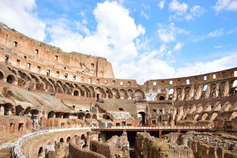 Inom av Colosseumen Rome, Italien arkivbilder
