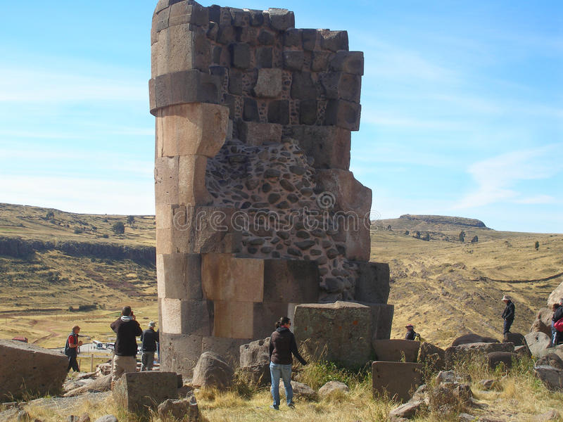 Inom av en Chullpa en forntida Aymara Funerary Tower, Sillustani jordfästningområde, Peru royaltyfri bild