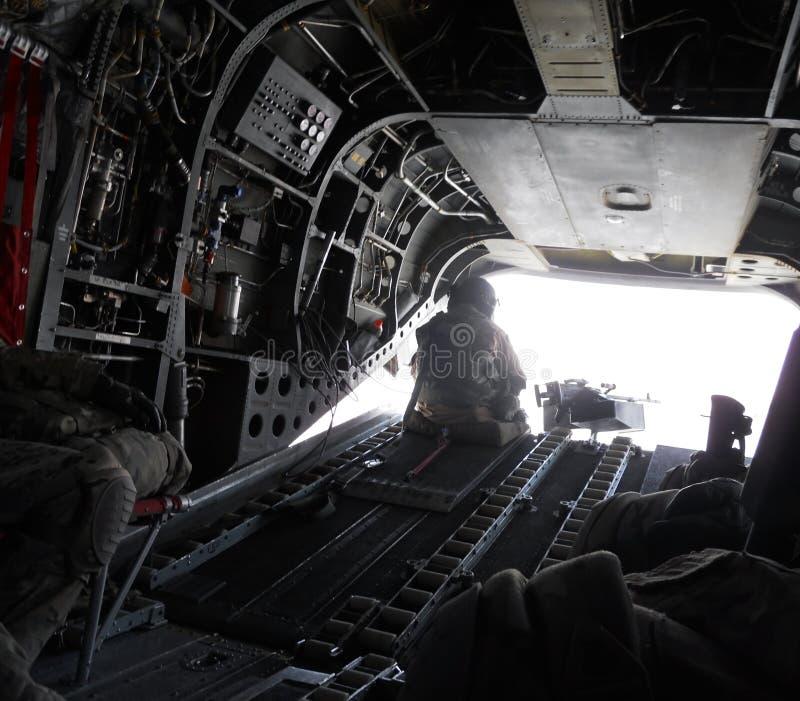 Inom av en militär avbrytare i Afghanistan royaltyfri bild