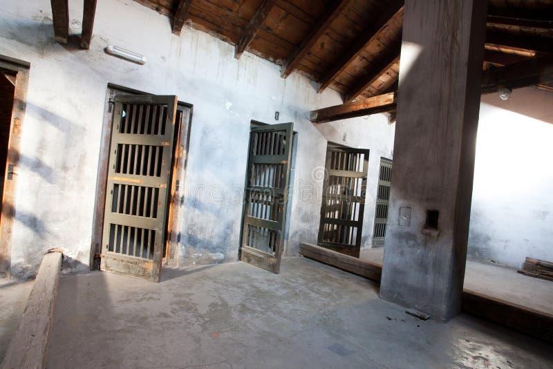 Inom barackerna av koncentrationsläger arkivfoto