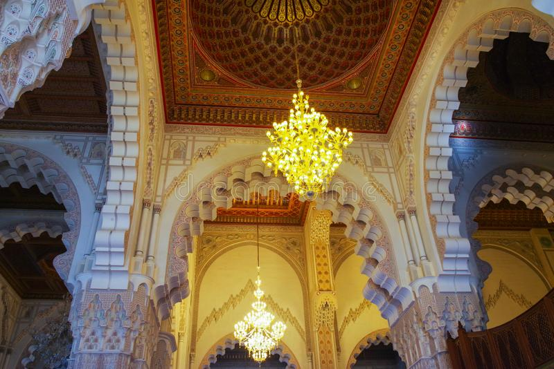 Inom den Hassan II mosk?n arkivbilder
