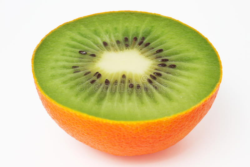 inom den orange peelen för kiwi arkivbild