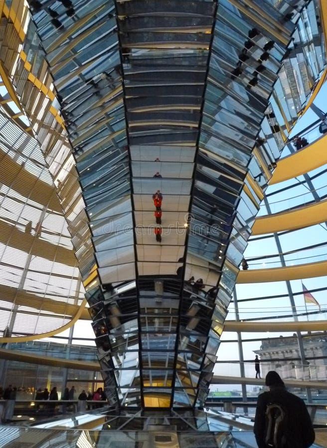 Inom den Reichstag kupolen Berlin royaltyfria bilder