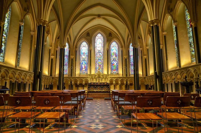 Inom den Salisbury domkyrkan i England royaltyfria bilder