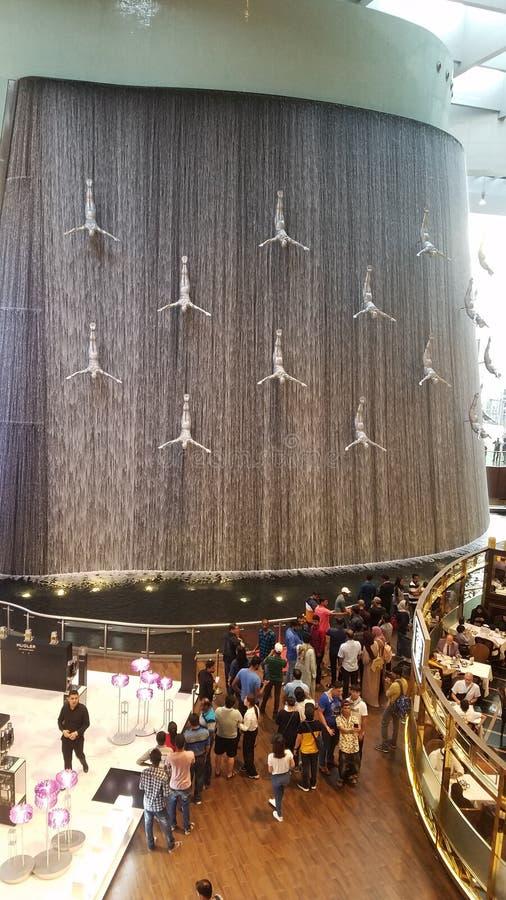 Inom enorm sikt för Dubai galleria royaltyfria bilder