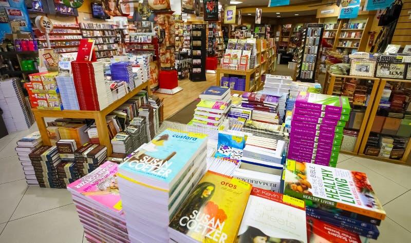 Inom inre av en Christian Book Store arkivfoton