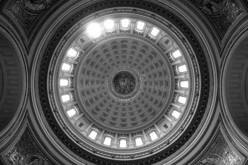 Inom kupolen av Kapitoliumbyggnaden i Madison Wisconsin arkivbild