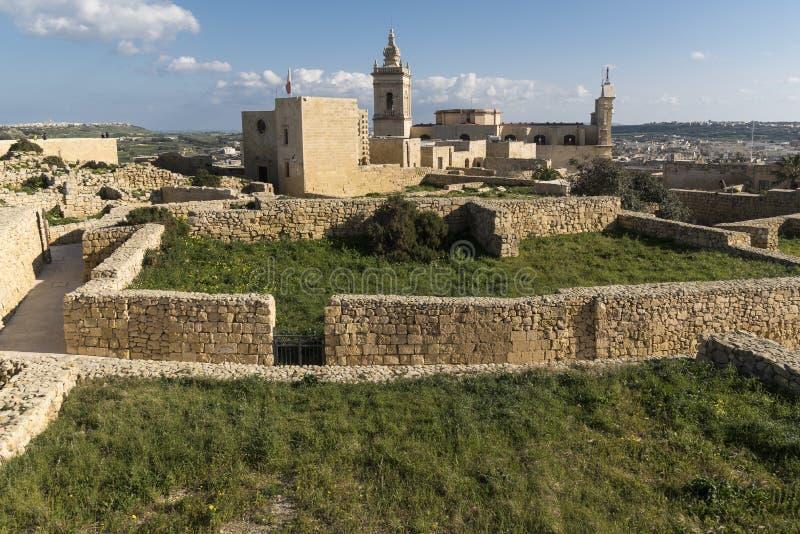 Inom murarna med tinnar av citadellen av Victoria Gozo Malta royaltyfri bild