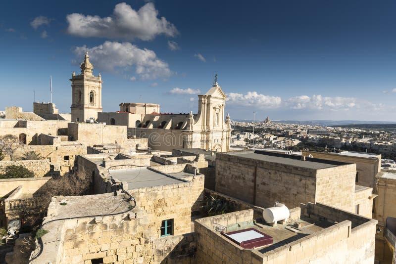 Inom murarna med tinnar av citadellen av Victoria Gozo Malta arkivfoton
