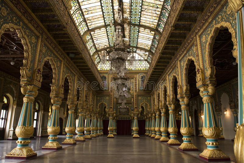 Inom Mysoren Royal Palace, Indien royaltyfri foto