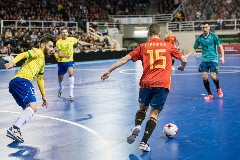 Inomhus footsal match av landslag av Spanien och Brasilien på den Multiusos paviljongen av Caceres arkivfoton