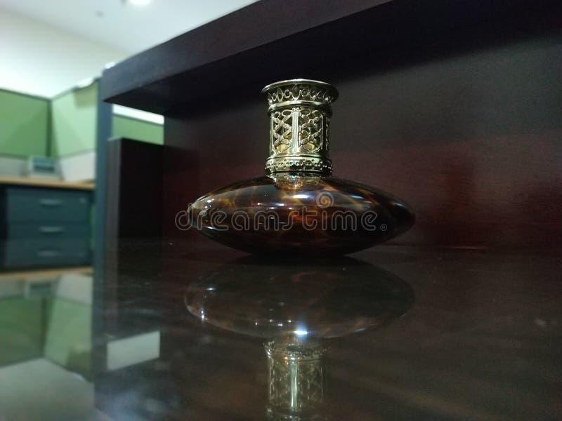 Inomhus kontorsskrivbord för antik garnering royaltyfria bilder