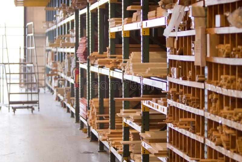inomhus lumberyard royaltyfri fotografi