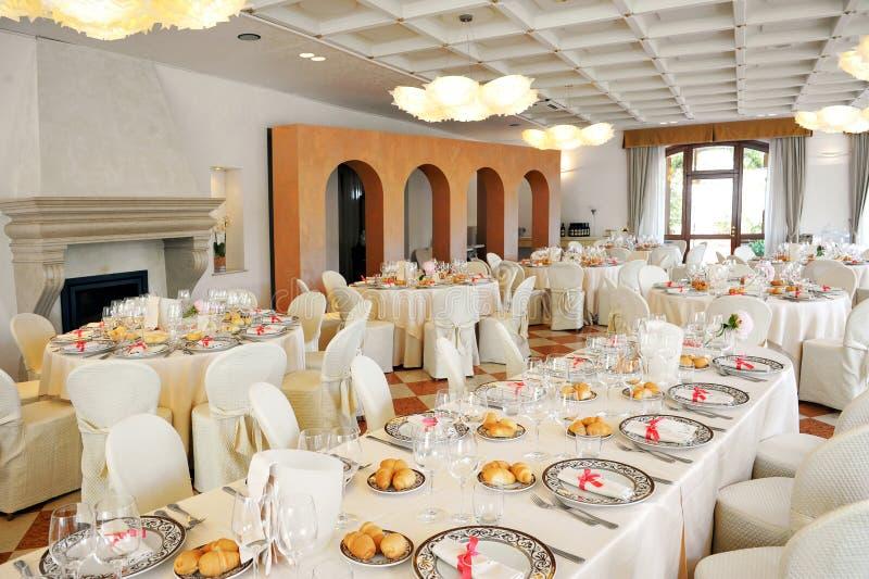 Inomhus mötesplats för bröllopmottagande arkivbild