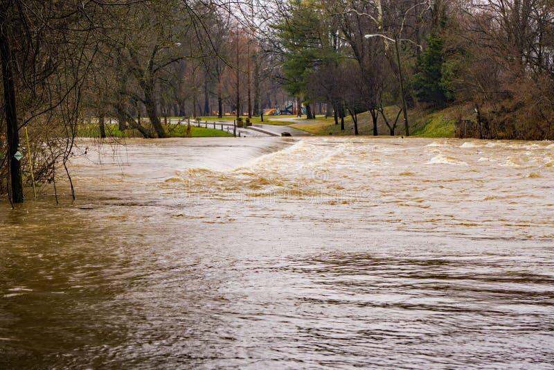 Inondation sur la rivière de Roanoke chez Smith Park photo stock