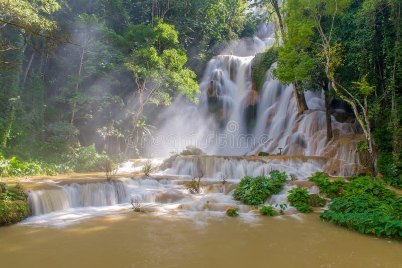 Inondazione in cascata al prabang di Tat Kuang Si Luang, Laos fotografie stock libere da diritti
