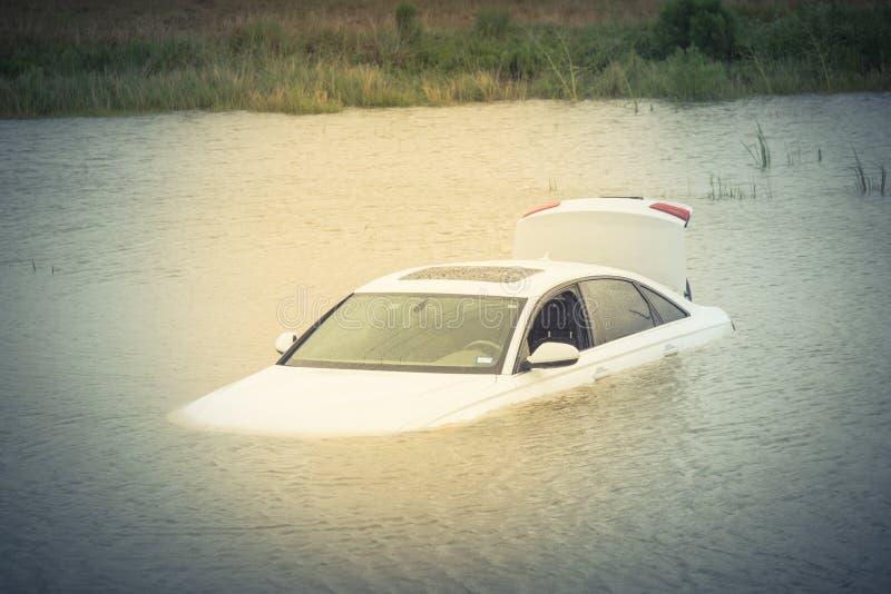 Inondazione dell'automobile della palude immagine stock