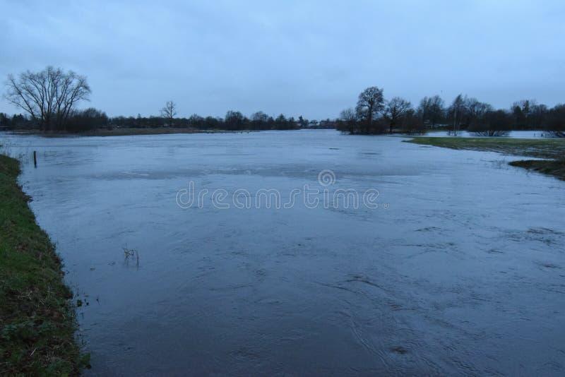 Inondazione delle pioggie persistenti streamvally del fiume aa immagine stock libera da diritti