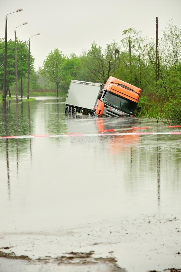 Inondazione in Polonia - in Slesia, Zabrze, fiume Klodnica immagine stock